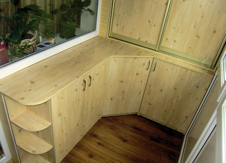 Двери для шкафа на балконе различной конструкции