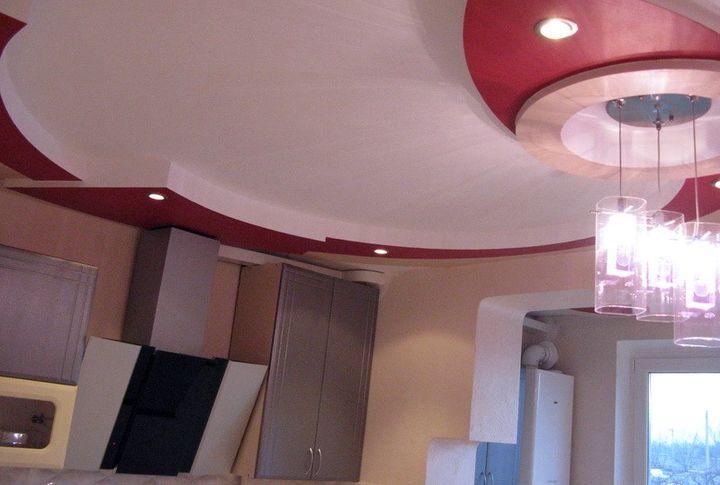 Сложная конструкция потолка из гипсокартона на кухне