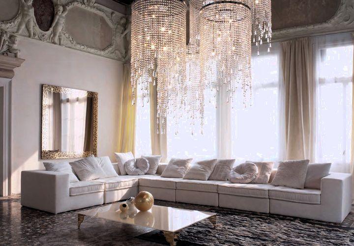 Величественная люстра для гостиной в классическом стиле