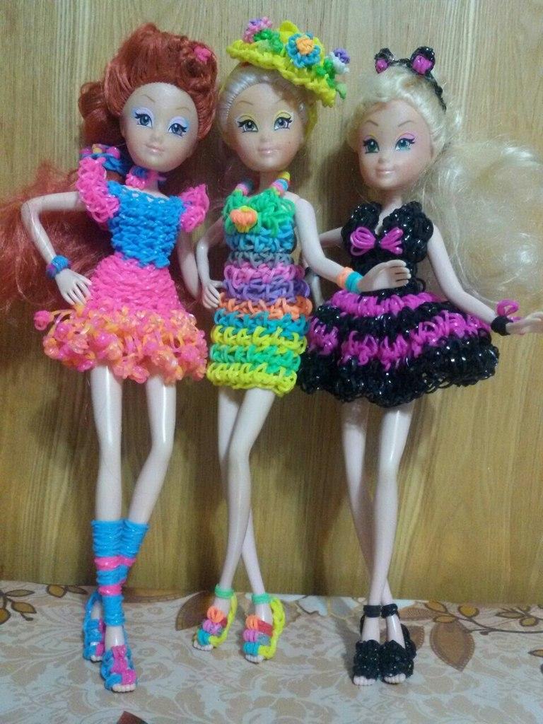 Как из резинок сделать вещи для кукол