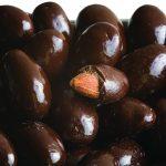 Миндаль под шоколадом