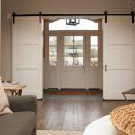 Фото 66: Раздвижные двери в прихожей