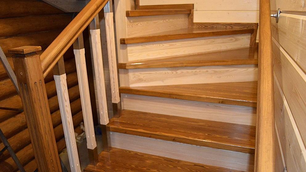 Готовая лестница из лиственницы