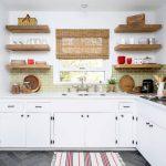 Фото 38: Деревянные полки для кухни
