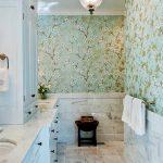 Флизелиновые обои в ванной