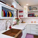 Фото 84: Яркие аксессуары на кухне