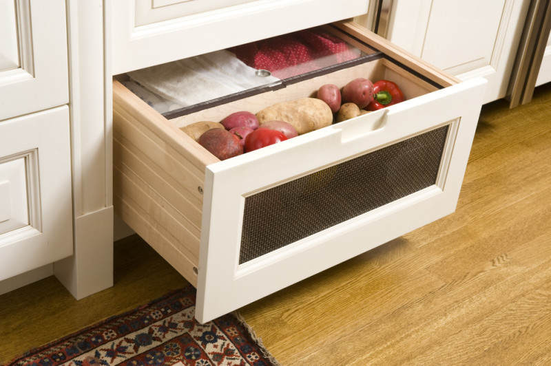Фото 16: Нижний ящик для хранения овощей