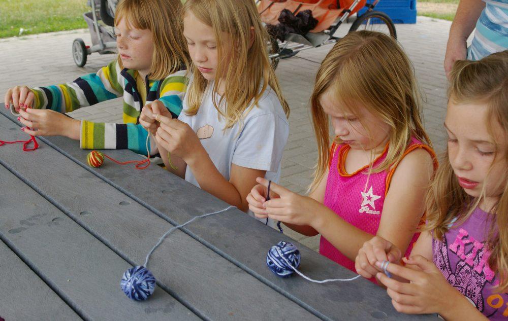 Вязание игрушек с детьми