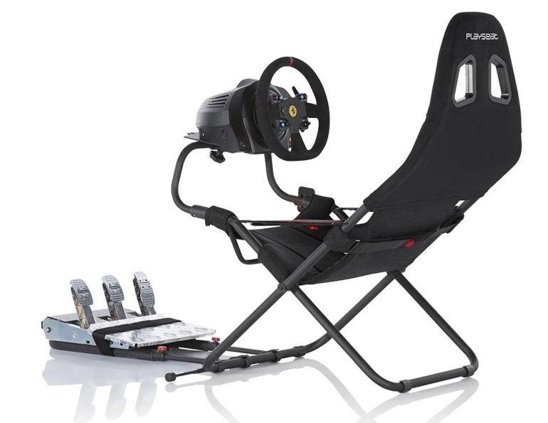 Игровое кресло с рулем и педалями
