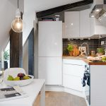 Фото 76: Маленькая угловая кухня на мансарде