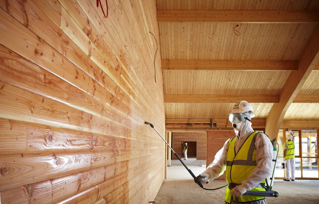 Обработка деревянного дома защитными составами