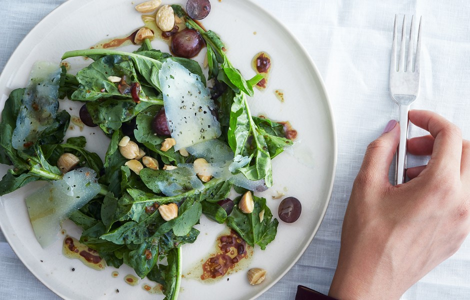 Салат с миндалем