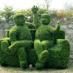 Фото 157: Фигуры людей на диване из самшита