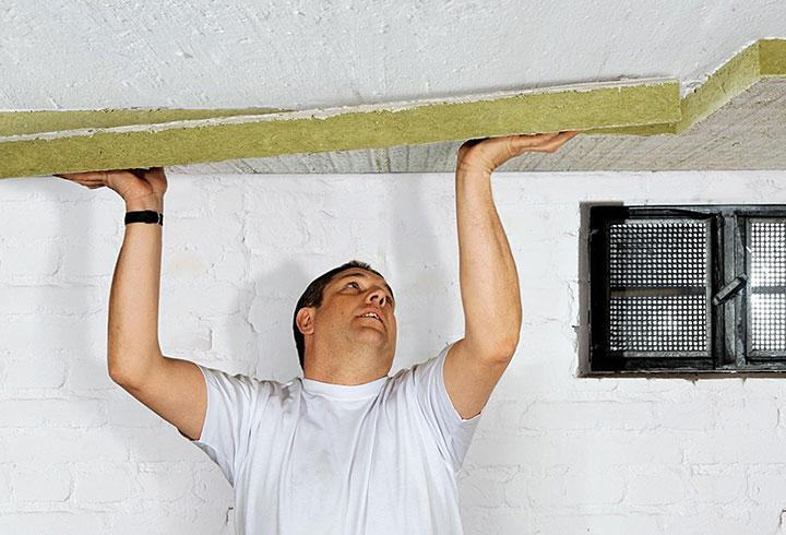 Как правильно утеплить потолок?