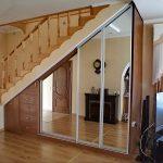 Фото 57: Шкаф-купе под лестницей