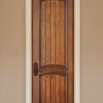 Фото 23: Деревянная дверь в деревенском стиле