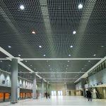 Фото 51: Точечные светильнике на потолке грильято