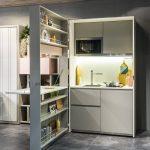 Фото 88: Выдвижной стеллаж на маленькой кухне