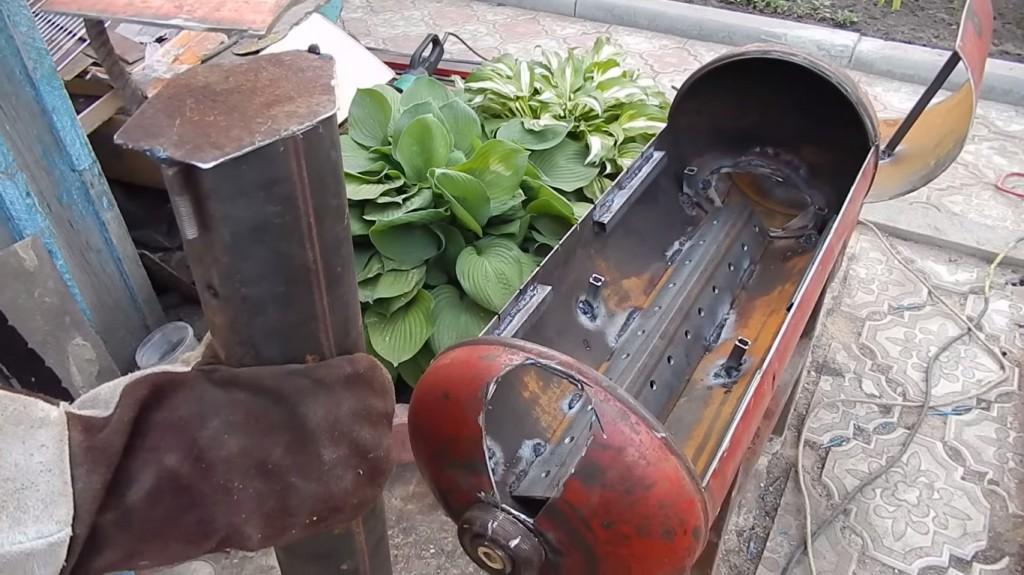 Видео как сделать мангал из газового баллона