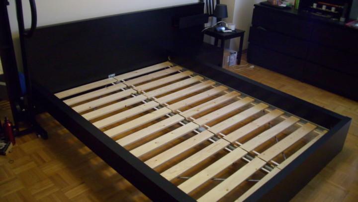 основание для кровати с широкими ламелями