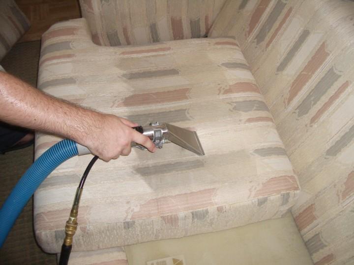 особенности чистки диванов в домашних условиях