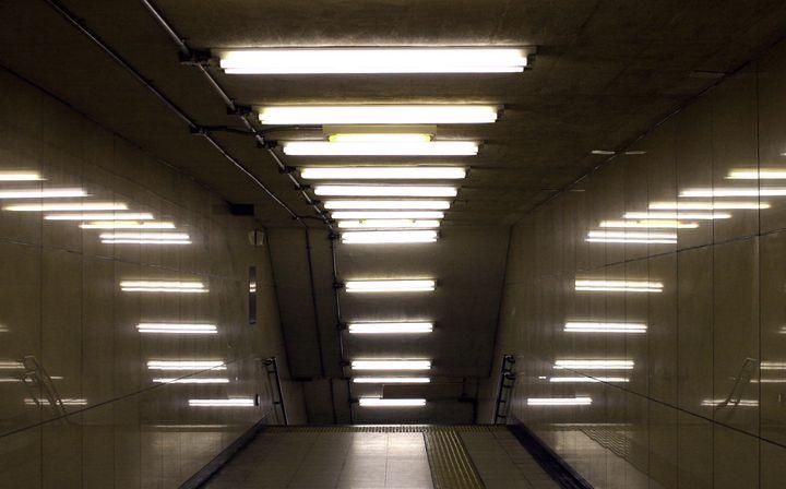 Освещение с использованием люминесцентных светильников