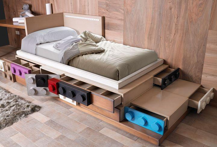 Кровать с учетом возростных особенностей детей