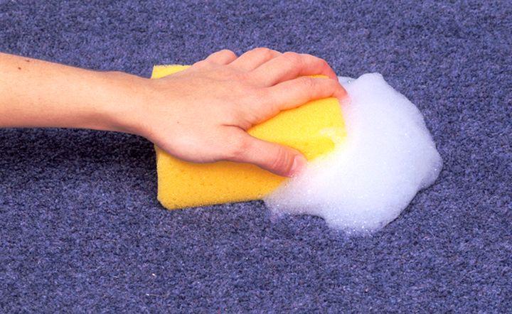 Использование моющих средств для чистки ковров