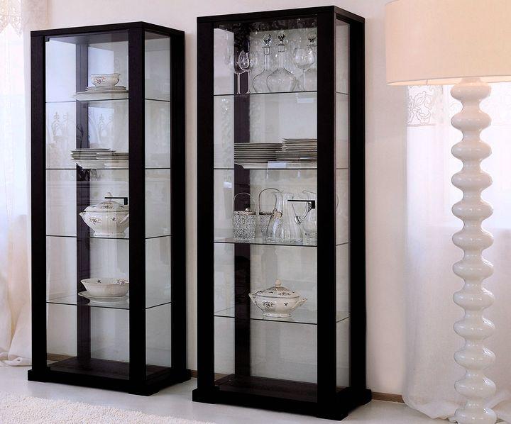 Пластиковый каркас витрины для минималистического интерьера