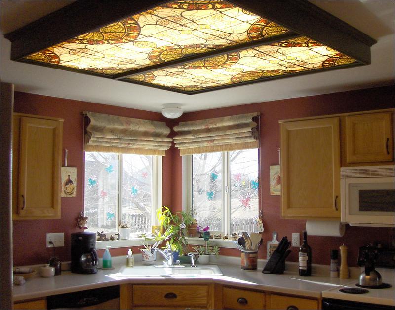 Фото 10: Флуорисцентное освещение кухни с рисунком