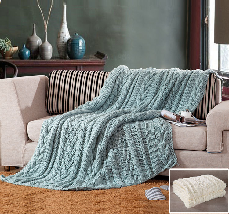 Вязаное покрывало на диван