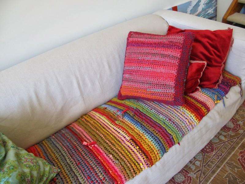 Фото 10: Цветное вязаное покрывало