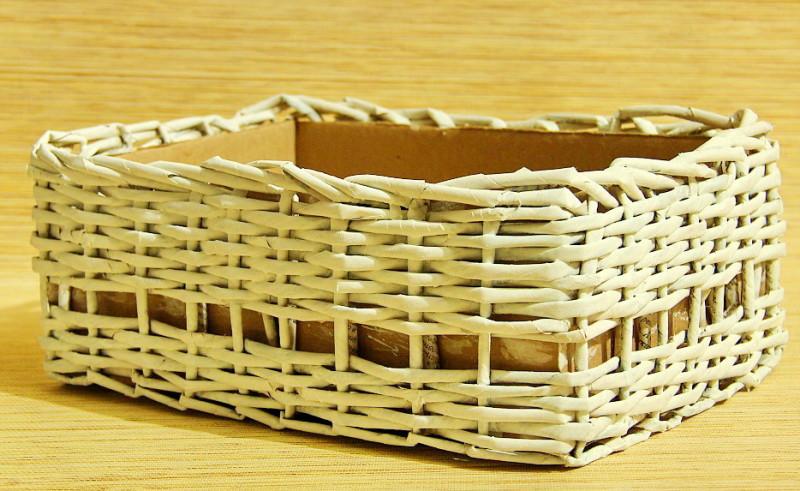 Фото 9: Декор коробки газетными трубочками