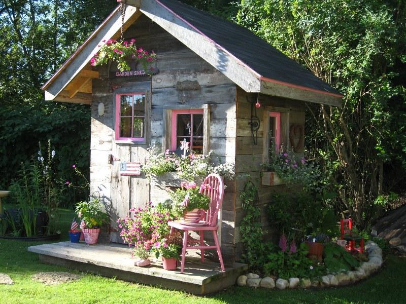 Фото 18: Садовый хозблок в винтажном стиле