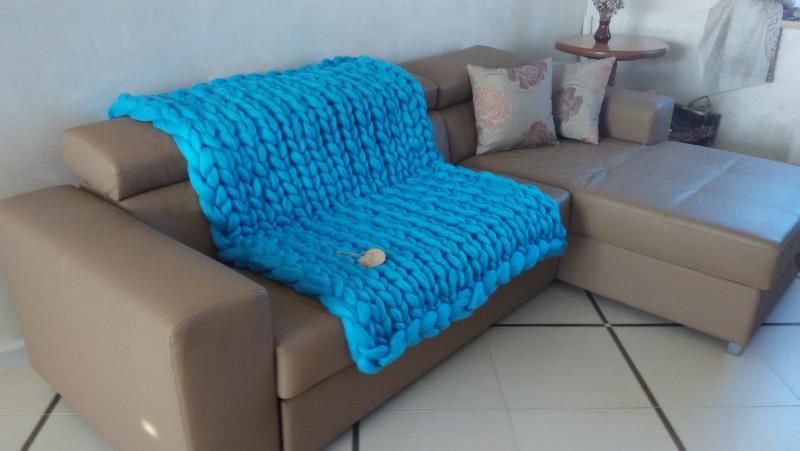Фото 16: Крупное голубое вязаное покрывало
