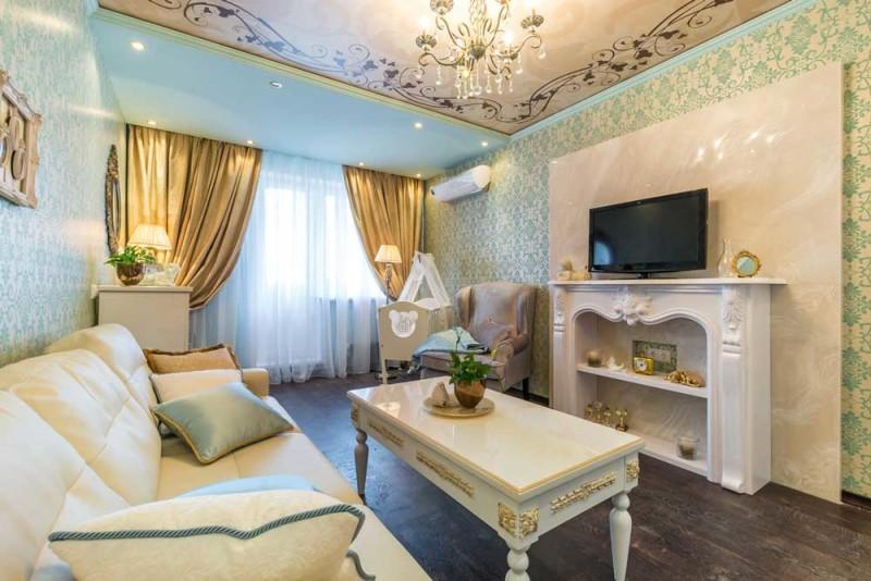 Кожаная светлая мебель в классическом интерьере