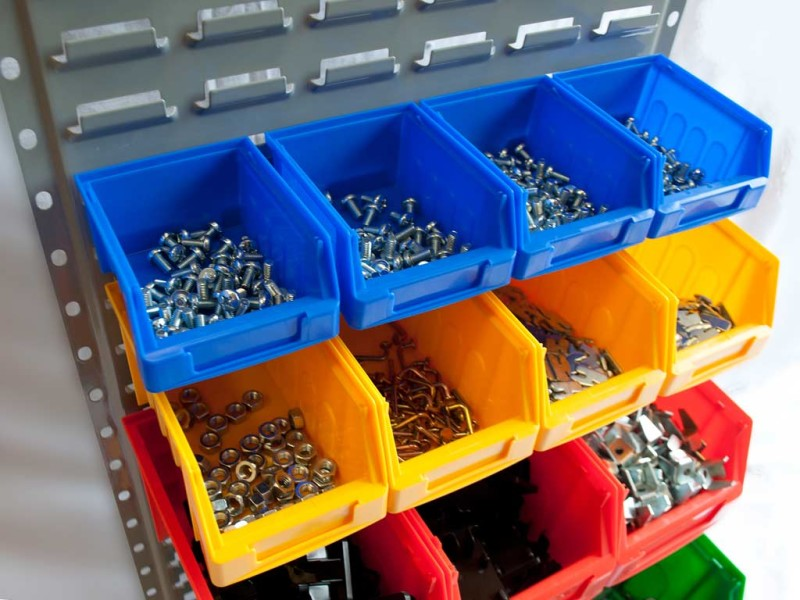 Пластиковые контейнеры для мастерской