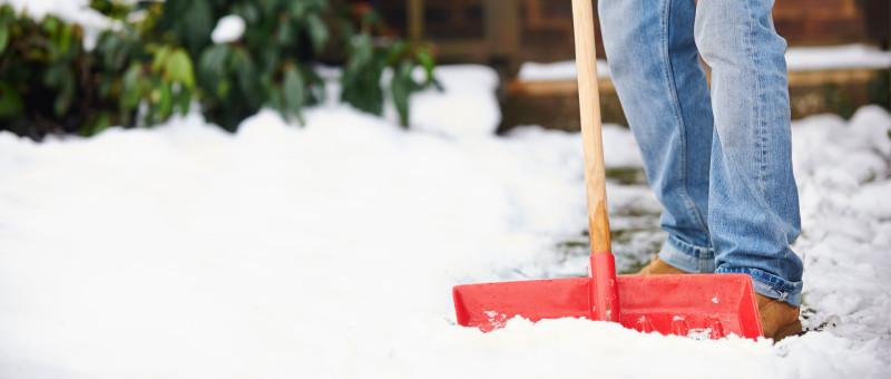 Пластиковая лопата для уборки снега