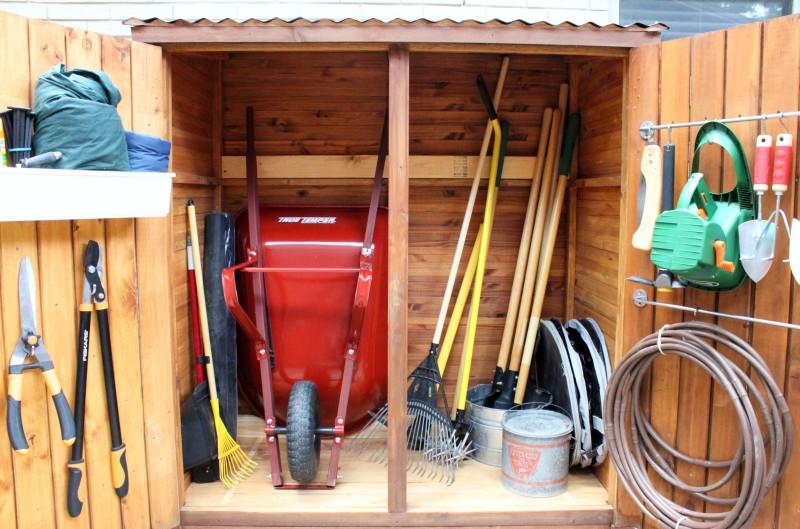Хозяйственный блок для инструментов на даче