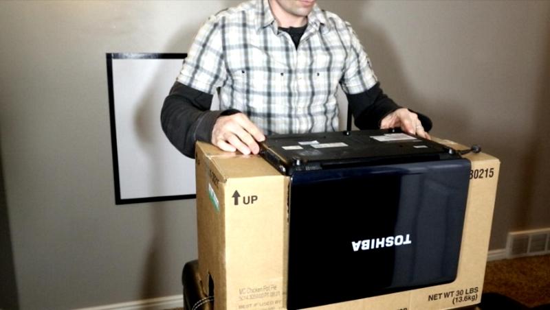 Фото 25: Установка ноутбука на коробку в перевернутом виде