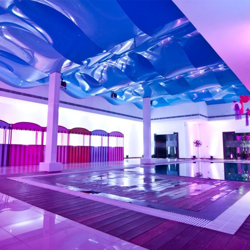 Фото 31: Натяжной волнообразный потолок для бассейна