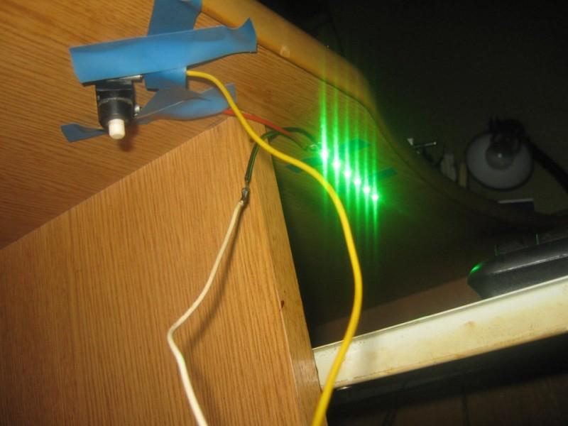 Крепление выключателя для подсветки на стол