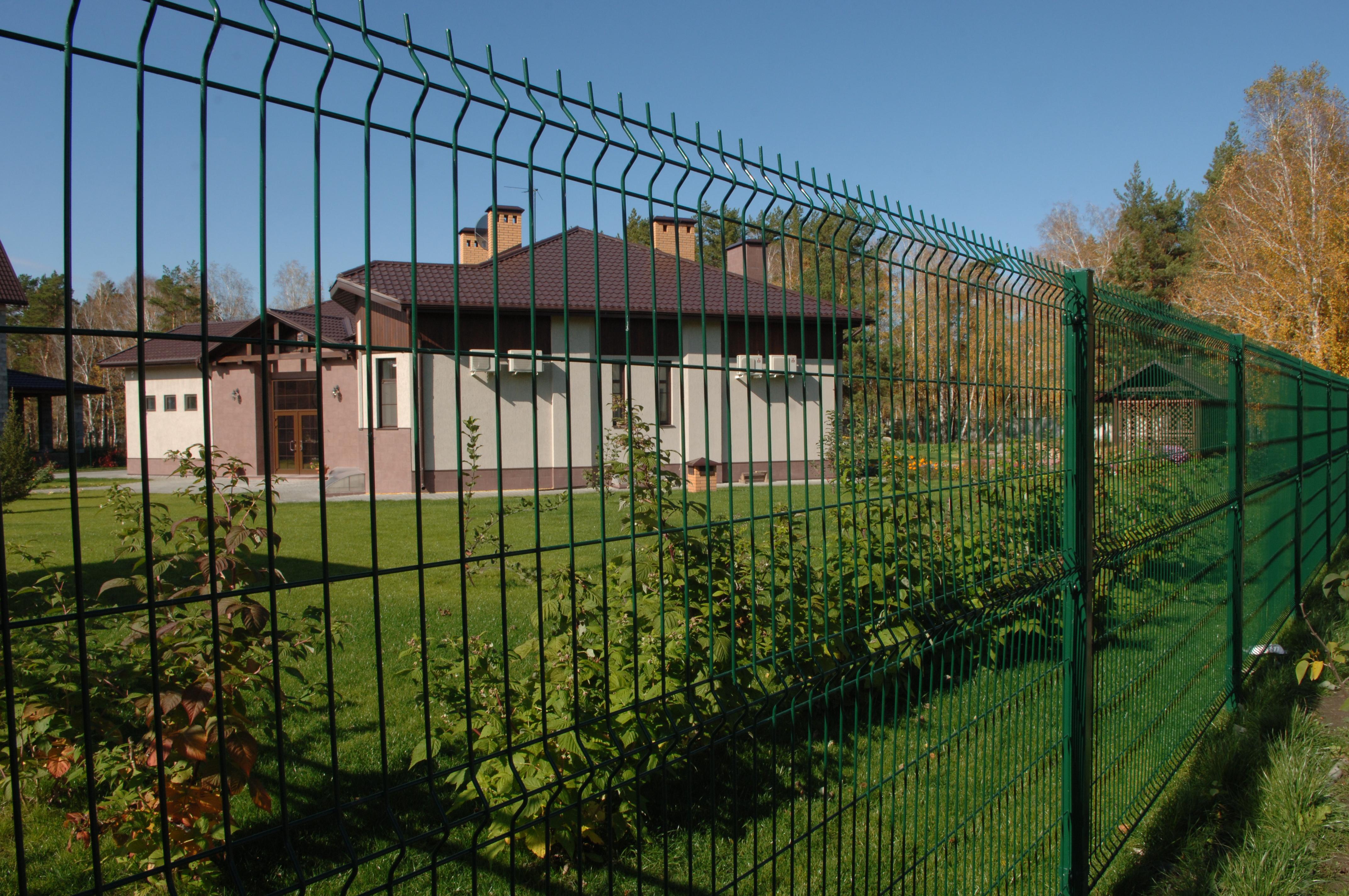 Красивый забор из сварной сетки