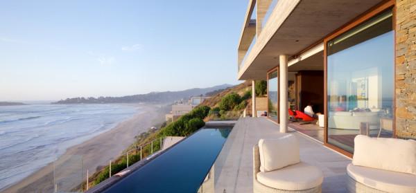 уединенный особняк на побережье чили8