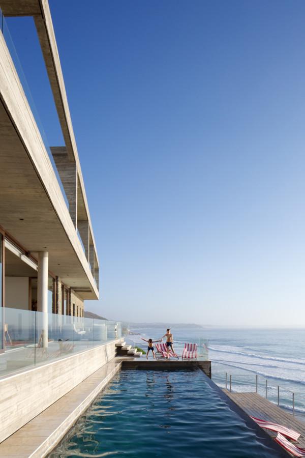 уединенный особняк на побережье чили9