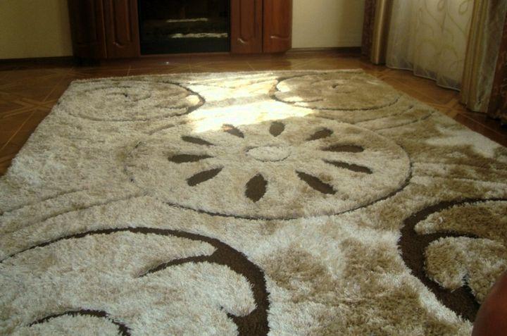 Украшение комнаты разноуровневым ковром