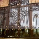 Vidy metallicheskih reshetok na okna s foto (12)