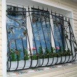 Vidy metallicheskih reshetok na okna s foto (13)