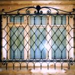 Vidy metallicheskih reshetok na okna s foto (14)