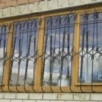 Vidy metallicheskih reshetok na okna s foto (7)